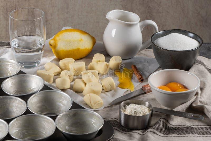 Składniki dla domowej roboty wypiekowych portuguese jajecznych tarts Traditiona obraz stock