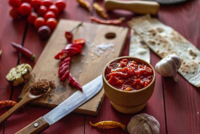 Składniki dla Meksykańskich naczyń drewniana tło czerwień Meksykański jedzenie zdjęcia royalty free