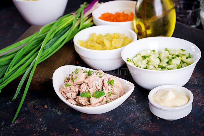 Składniki dla przygotowanie sałatki dorsz wątróbka zdjęcia stock