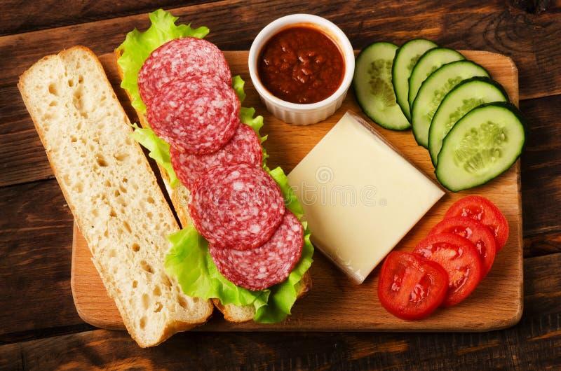 Składniki dla smakowitej i wyśmienicie kanapki obrazy royalty free