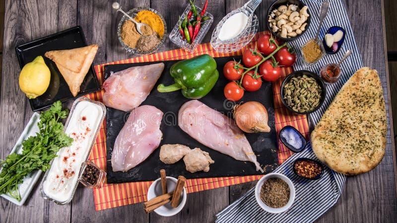 Składniki i hindus pikantność dla kurczaka tikka masala fotografia royalty free