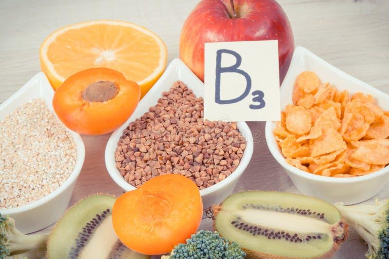 Składniki i produkty zawiera witaminę B3 i inne naturalne kopaliny, zdrowy odżywiania pojęcie obraz royalty free