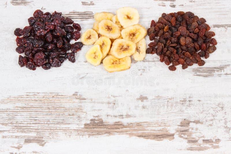Składniki lub produkty gdy źródło węglowodany, witaminy, żywienioniowy włókno, kopii przestrzeń dla teksta i inskrypcja, zdjęcie stock