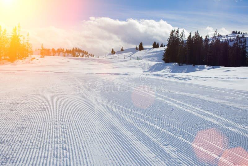 Skłon na narciarstwo kurorcie fotografia royalty free