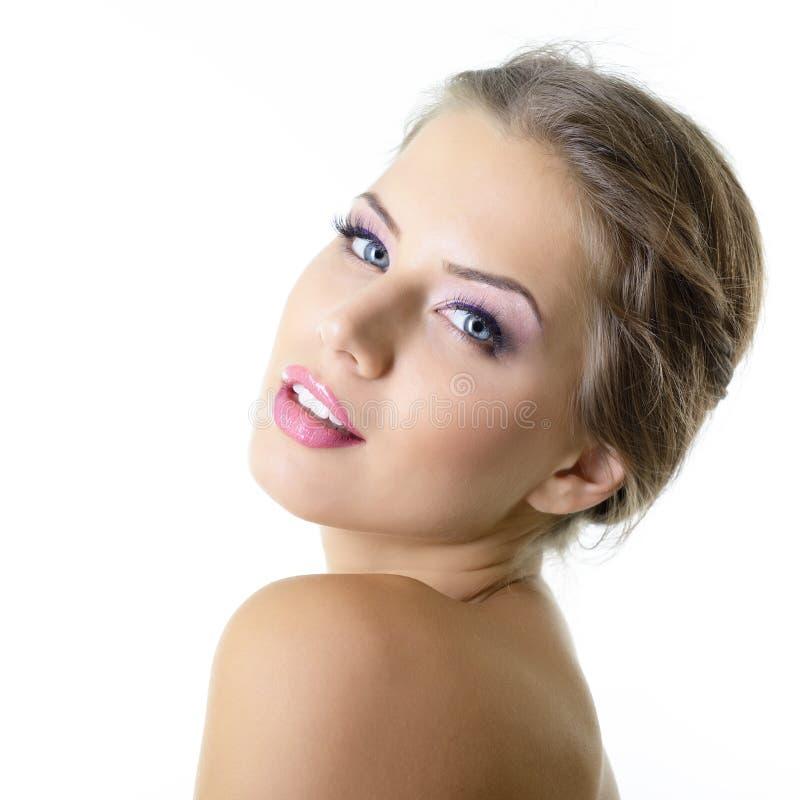 Sk?nhetst?ende av den unga kvinnan med den h?rliga sunda framsidan, dubb fotografering för bildbyråer