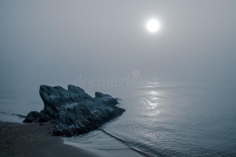 Skała na Mgłowym zmierzchu zdjęcie stock