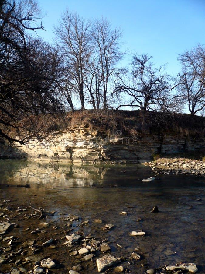 Skała nad rzeka zdjęcie royalty free