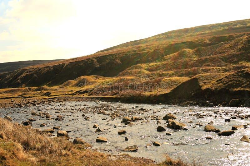 Skała posypujący strumień w baron moorland obrazy royalty free