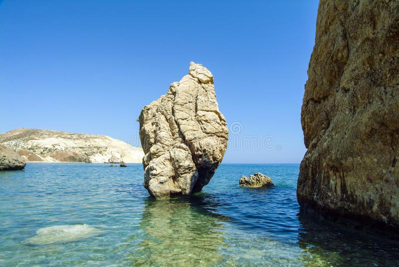 Skały Aphrodite na południowym wybrzeżu Cypr obraz royalty free