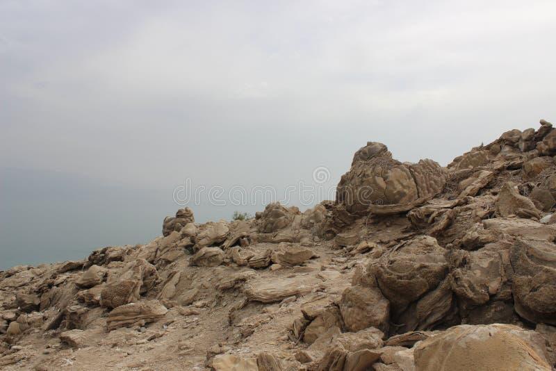 Skały brzeg Nieżywy morze w Izrael zdjęcia royalty free