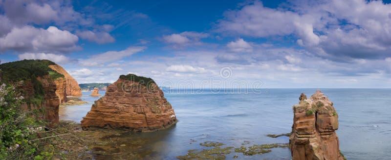 Skały i morze w Ladram zatoce zdjęcia royalty free