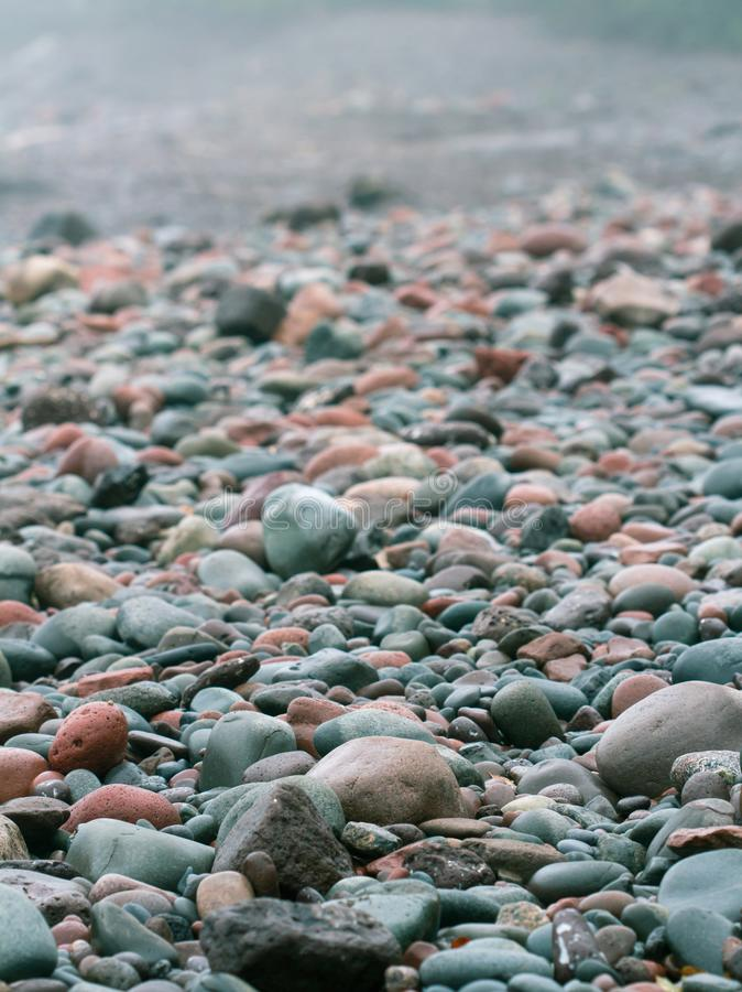 Skały i otoczaki na plaży zdjęcia stock