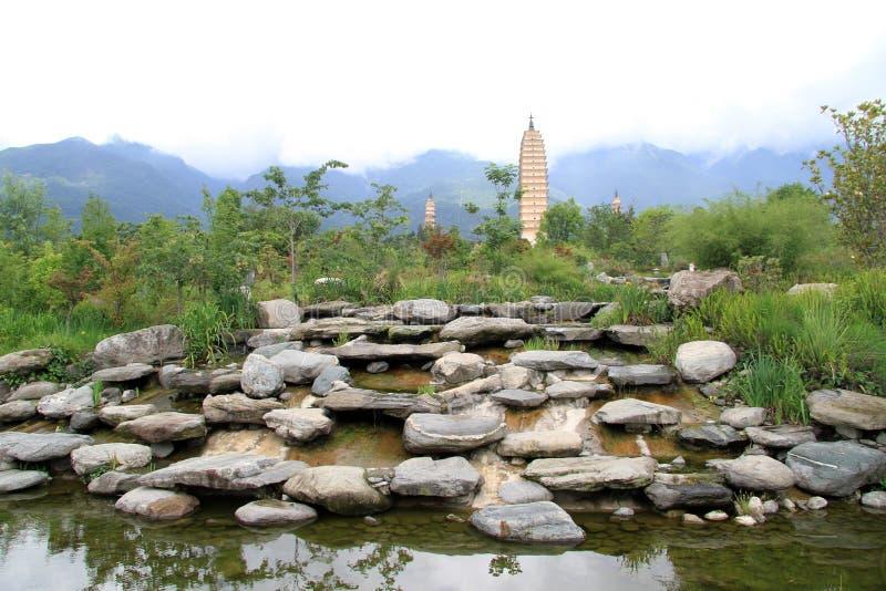 Skały i pagody fotografia stock