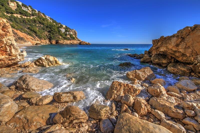 Skały i piasek w plaży losu angeles Nao przylądek w Hiszpania zdjęcia stock