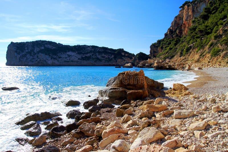 Skały i piasek w plaży losu angeles Nao przylądek w Hiszpania zdjęcie stock