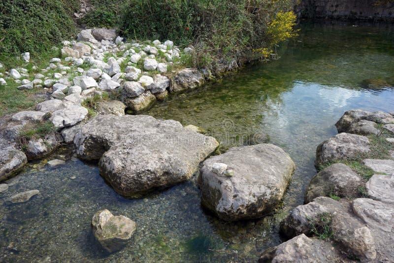 Skały i woda obraz stock