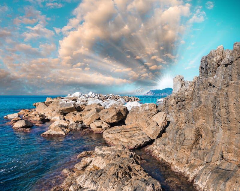 Download Skały Pięć ziemi, Włochy zdjęcie stock. Obraz złożonej z włoch - 53792248