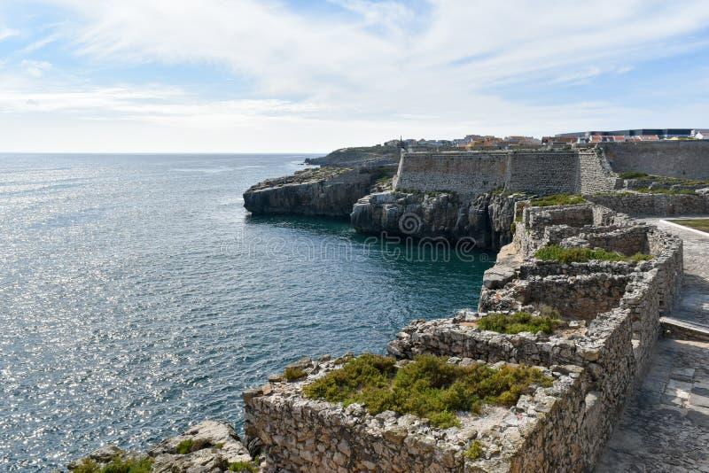 Skały w morzu, Peniche, Portugalia fotografia royalty free