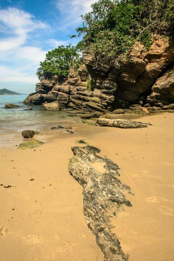 Skały w plaży Buzios, Brazylia - obraz stock