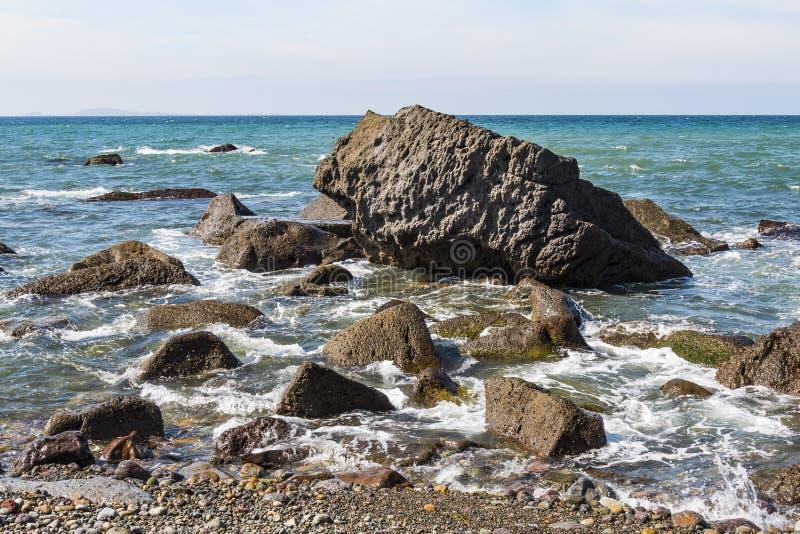 Skały Wykładają linię brzegową w Ensenada obraz royalty free