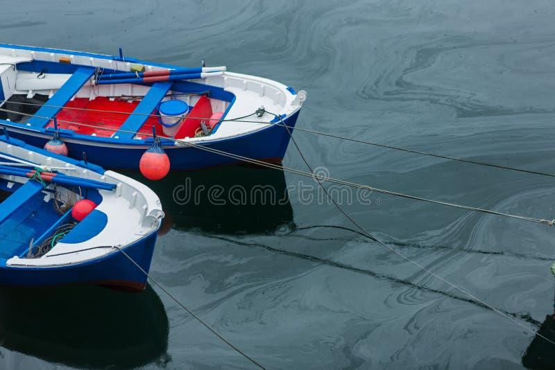 Skażenie wody w molu powodować olejem zdjęcia royalty free