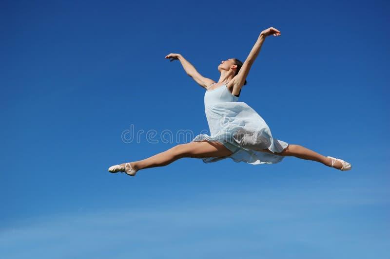 skacz, pełniącego balerina zdjęcia stock