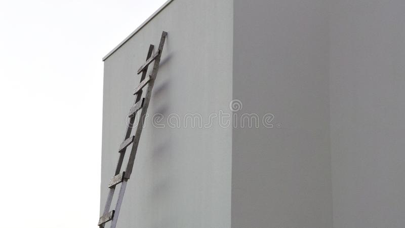 Skacze bariery lub pobyt na ten sam poziomie? obrazy royalty free