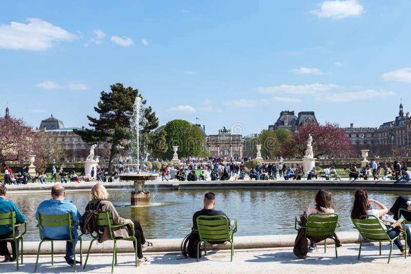 Skacze w Jardin des Tuileries, Paryż -, Francja zdjęcia royalty free