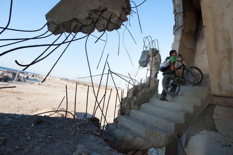 Skada från israelisk bombning i Gaza royaltyfri foto