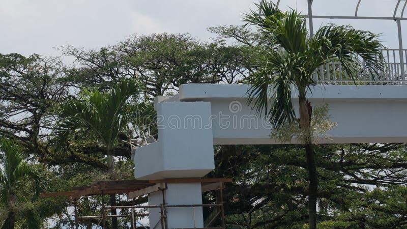 Skada i en olycka av en över huvudet fot- bro på Jalan Raja Ashman Shah K A Jalan sjukhus, Ipoh royaltyfria foton