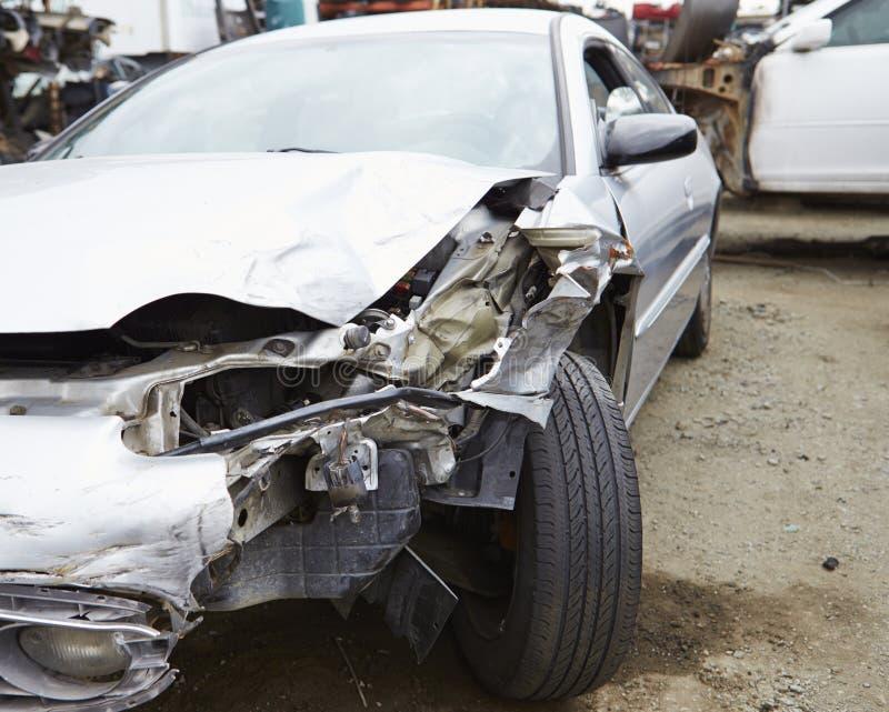 Skadad bil som är involverad i trafikolycka royaltyfri bild
