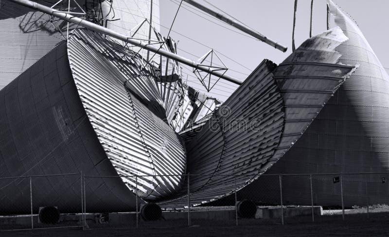 Skadad silo för storm royaltyfri fotografi