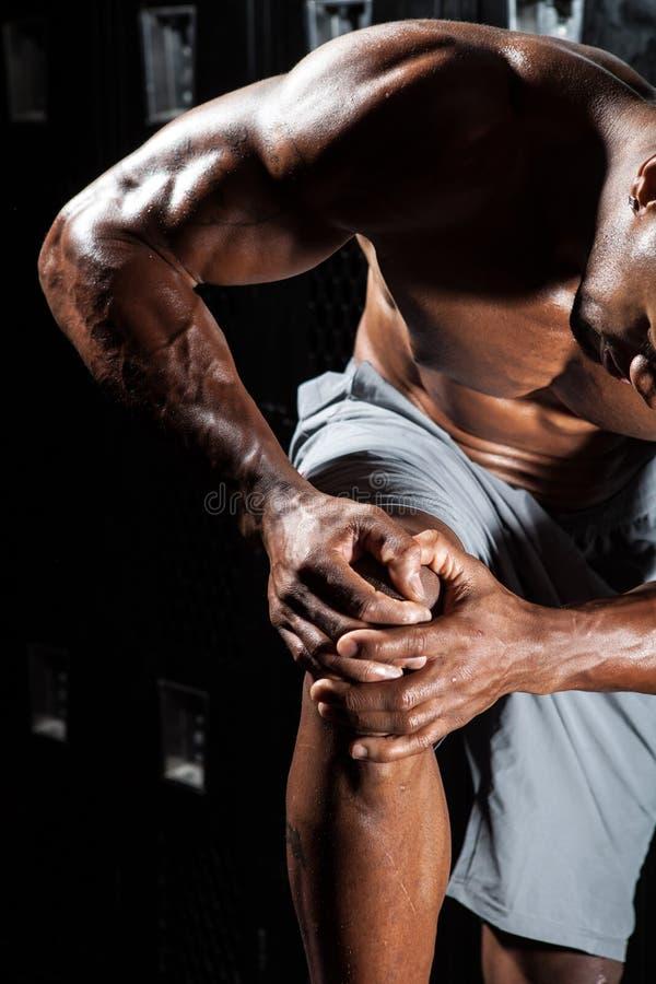 skadaknämanlign smärtar running sportar för löpare arkivbilder