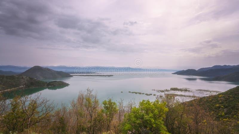 Skadar panorama för sjölandskap arkivbilder