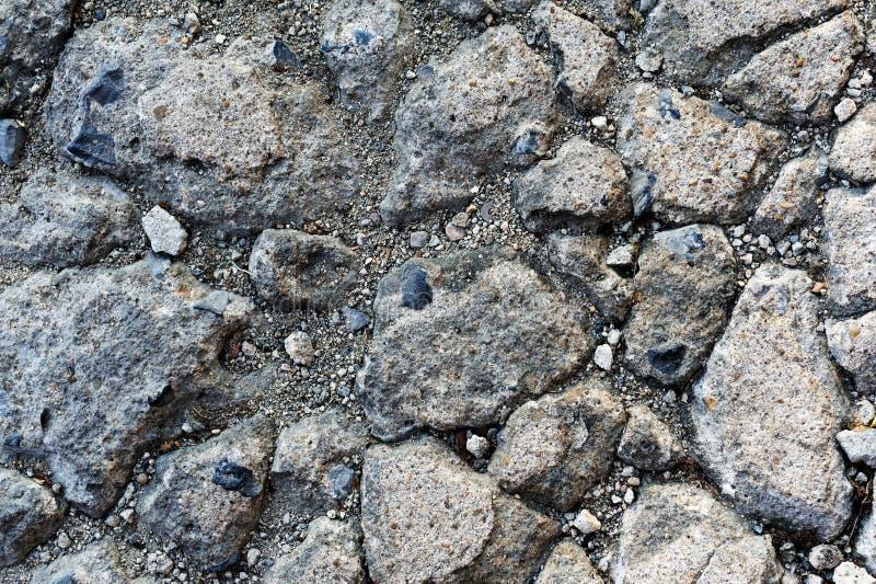 Skadlig sprucken asfaltmodelltextur royaltyfria bilder