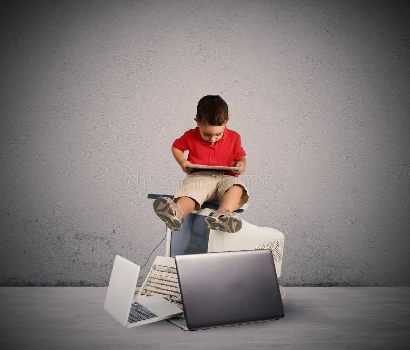 Skadlig teknologi för tillväxten av barnet arkivfoto