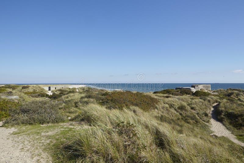 Skagen (Dinamarca) - depósitos da segunda guerra mundial na costa imagens de stock