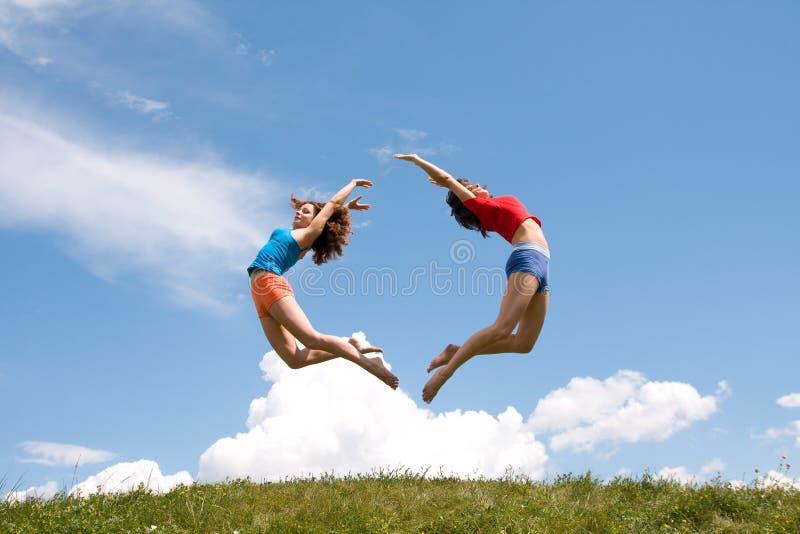 skakać dziewczyn obraz stock