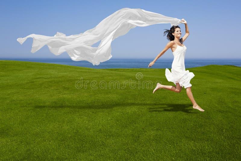 Skakać z białą tkanką obraz royalty free