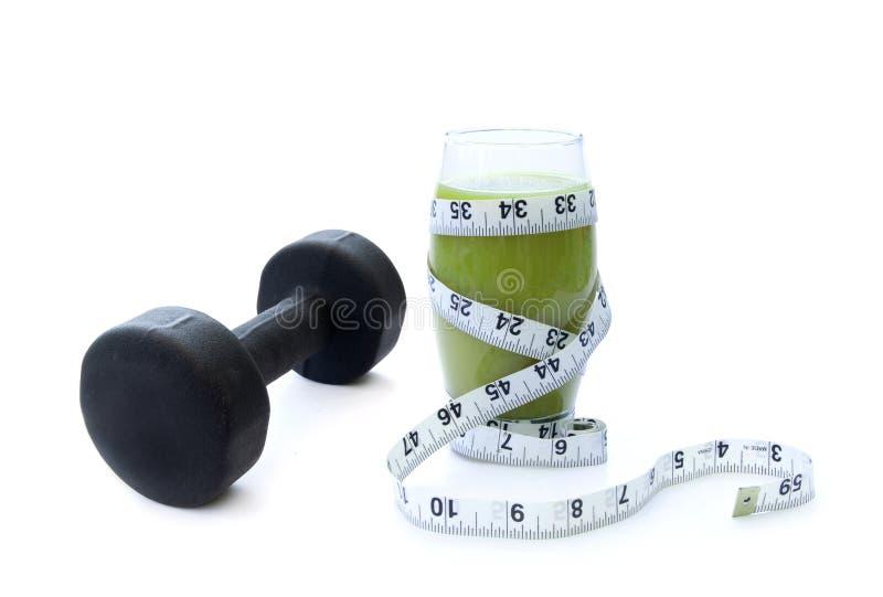 Dumbell och grön smoothie fotografering för bildbyråer