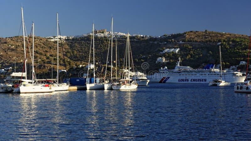 Skala-Bucht-Segelboote nahe Patmos-Insel stockfotos