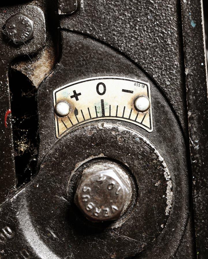 Skala für Kalibrierung der alten Maschine lizenzfreies stockbild