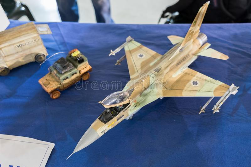 Skalamodell av den Iaf F-16A Netz jaktflygplanet royaltyfri bild