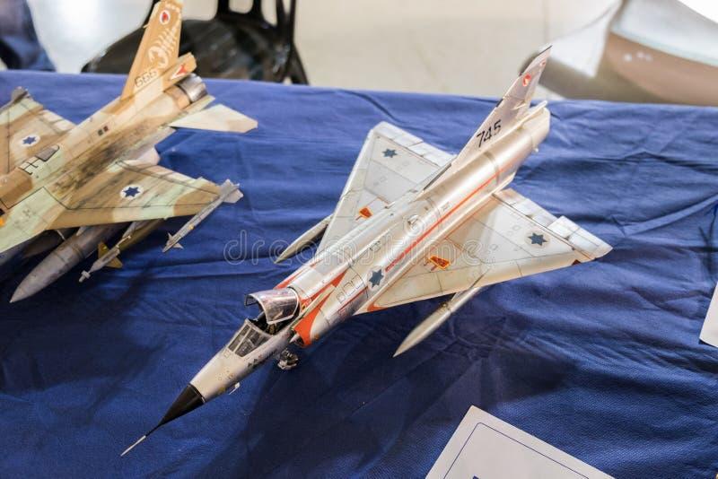 Skalamodell av falken för General Dynamics F--16stridighet royaltyfria foton