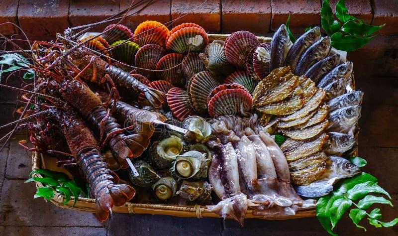 Skaldjur på den traditionella restaurangen royaltyfri foto
