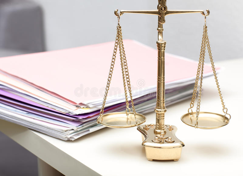 Skalen von Gerechtigkeit stockfoto