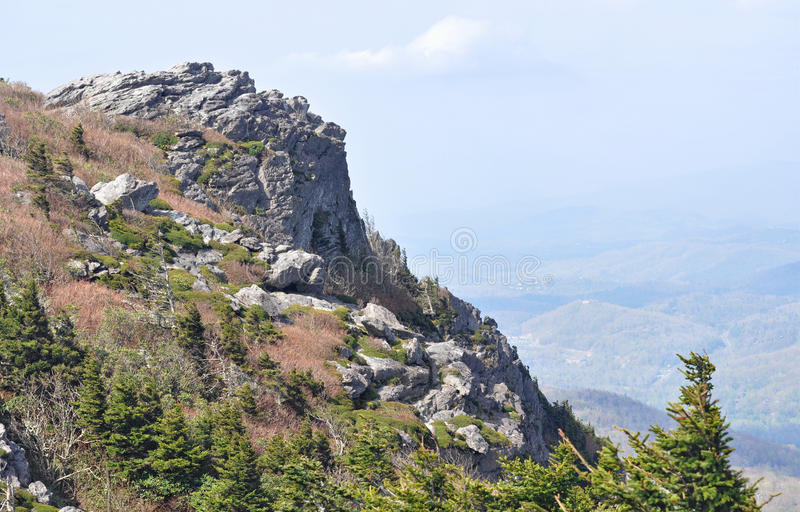 Skalista faleza i wysokogórski krajobraz fotografia royalty free