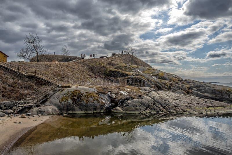 Skalista linia brzegowa Suomenlinna fotografia stock