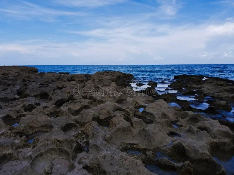 Skalista ocean scena obrazy royalty free