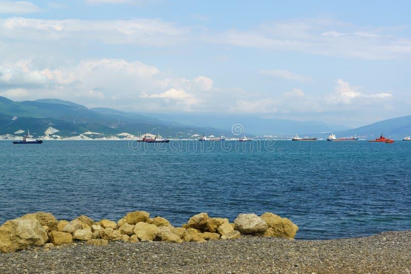 Skalista plaża miasto Novorossiysk fotografia stock